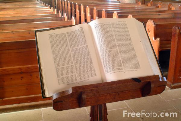 1033_32_3-pulpit-bible-the-parish-church-of-st-mary-the-virgin-holy-island_web