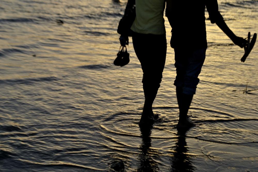 2963-couple-walking-waves