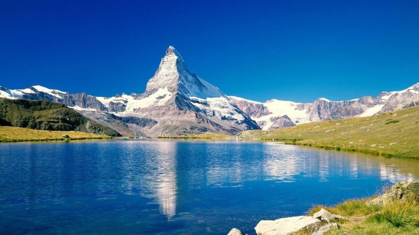 mountain_peak_top_lake_blue_sky_ripples_63277_3840x2160.jpg