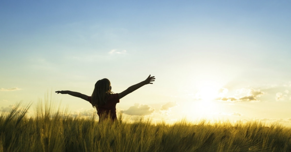 14956-girl-freedom-joy-worship-trending-1200w-tn