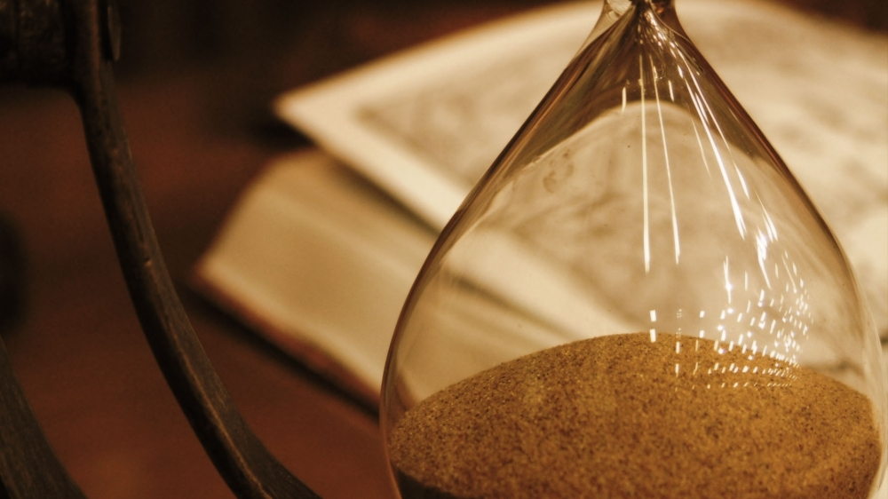 hourglass_glass_book